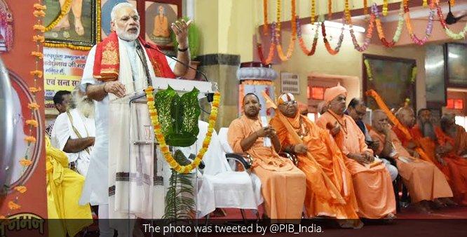 प्रधानमंत्री किसान सम्मान निधि योजना' की शुरूआत  करते हुए गोरखपुर में कई विकास परियोजनाओं का अनावरण किया नरेंद्र मोदी